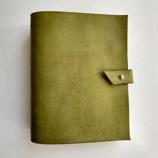 Kožený zápisník MontMat Indiana A5 oliva (Martezi.cz)