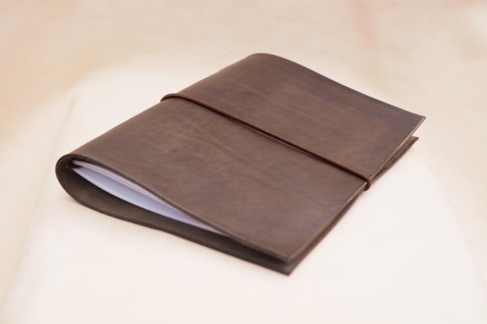 Kožený zápisník AMERIGO velikosti A5 (výběr 21 barev) 5-červená